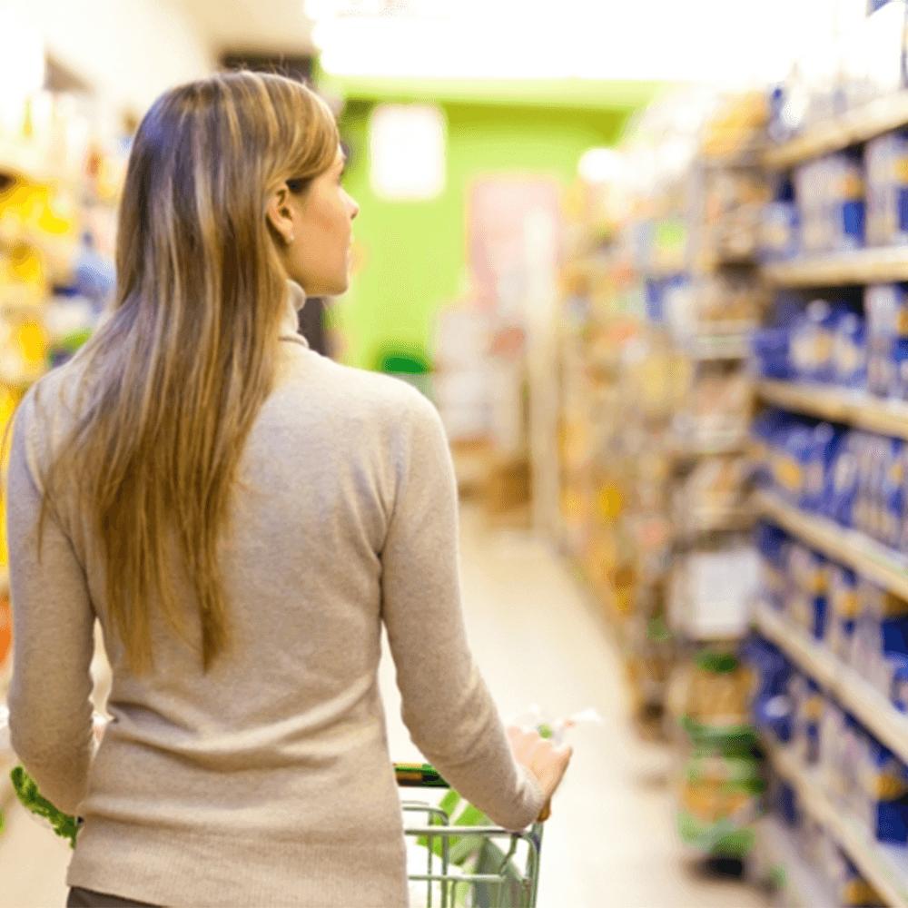 Bild: Frau im Supermarkt